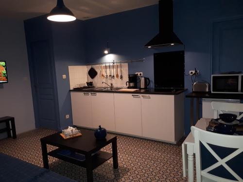 Cuisine ou kitchenette dans l'établissement Appartement 2 du Temple 3 pers