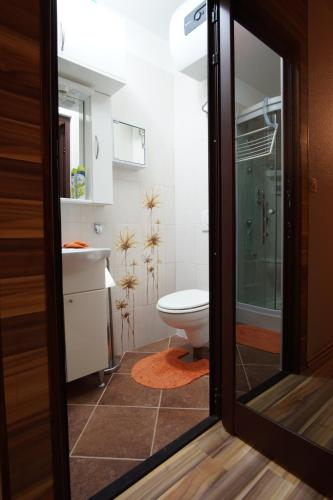 A bathroom at Apartment Orion