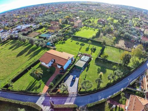 A bird's-eye view of Villa Pergolone
