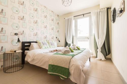 A bed or beds in a room at Royal Ben Yehuda