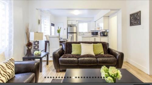 Coin salon dans l'établissement Apartment Condotel Montreal