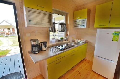 A kitchen or kitchenette at Ośrodek Wypoczynkowy Lawendowo