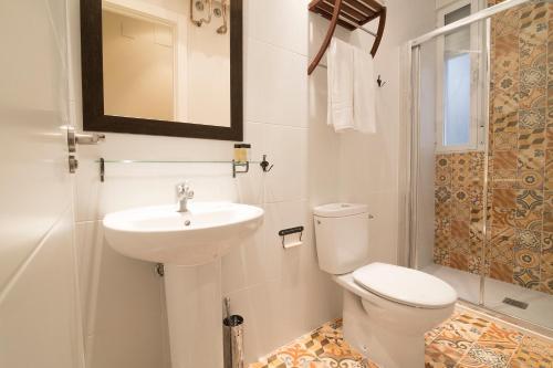 A bathroom at Suites You Zinc