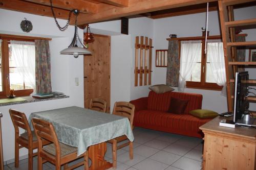 A seating area at Fravgia veglia