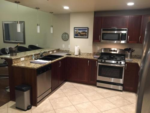 A kitchen or kitchenette at The Ogden