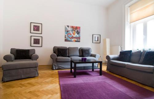 A seating area at Cozy apartment with 3 bedrooms