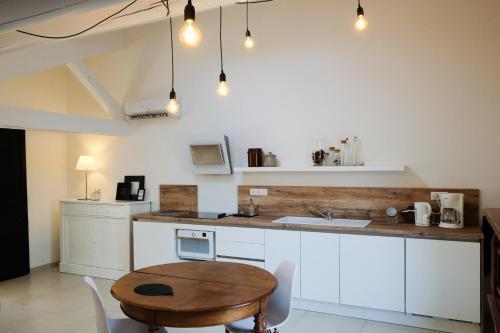 Cuisine ou kitchenette dans l'établissement le gîte de Montagnac