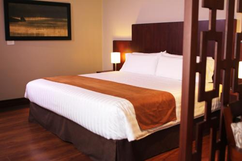 A bed or beds in a room at Gran Colombia Suites