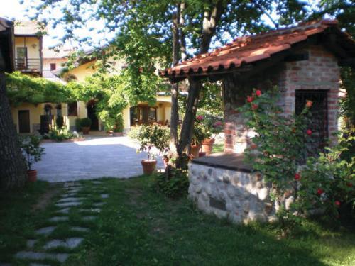 A garden outside Relais dei Cesari
