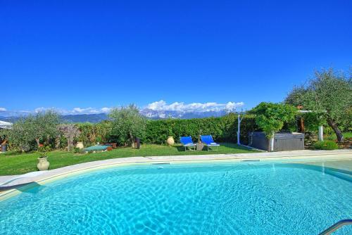 The swimming pool at or near La Casa fra gli Ulivi