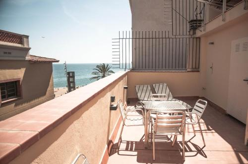 A balcony or terrace at Barcelona Beach Apartments