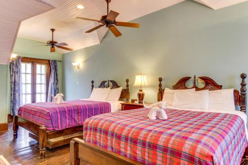 A bed or beds in a room at Mahogany Hall
