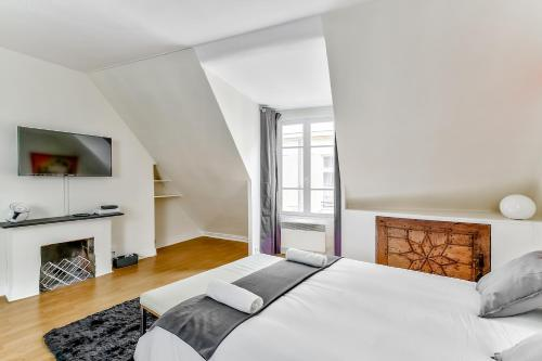 A bed or beds in a room at Love Nest in Saint-Michel
