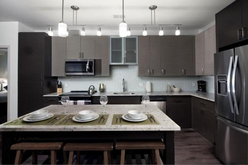 A kitchen or kitchenette at Stay Alfred on South Charles Street