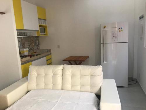 A seating area at Luxuoso Apartamento no Solar Agua
