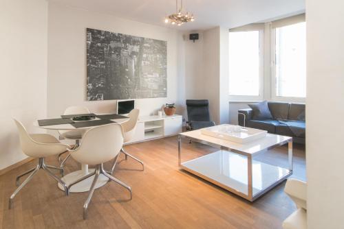 A seating area at App De Panne 1