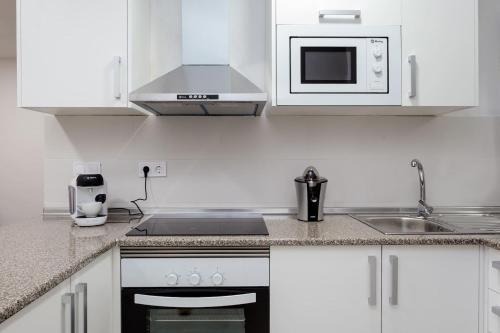 A kitchen or kitchenette at Charming 3bed Torrassa Metro