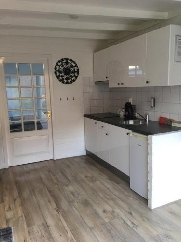 Een keuken of kitchenette bij Beach House Zandvoort