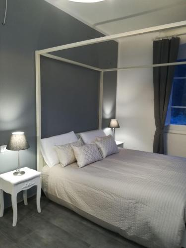A bed or beds in a room at Posidonia Cinque Terre