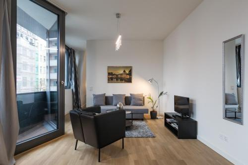 A seating area at Modern Holiday Apartments in Sapphire by D. Libeskind