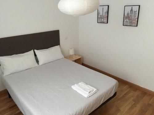 A bed or beds in a room at Apartamento Gran Via Sol
