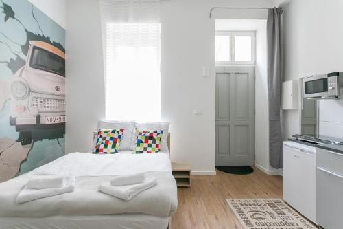 A bed or beds in a room at Studio Apartment for 3