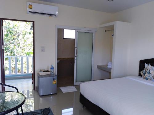 A bed or beds in a room at Baan Kalaya Garden (Muang Mai)