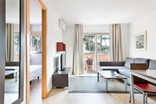 A seating area at Aparthotel Bardon