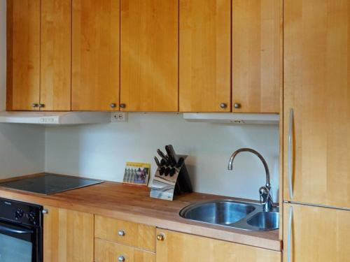 Ett kök eller pentry på Holiday home NÄSUM