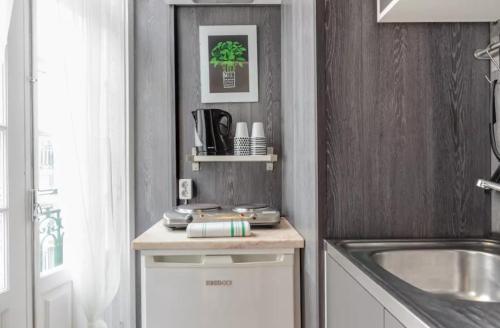 Majoituspaikan Porta 33 Porto Apartments keittiö tai keittotila