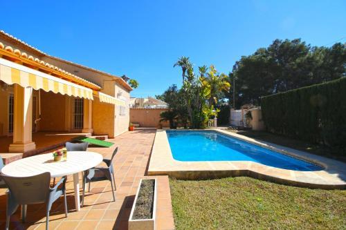 The swimming pool at or near Holiday Villa la Sal Moraira