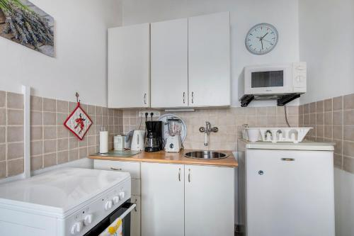 A kitchen or kitchenette at Apartment near the Heroes Square