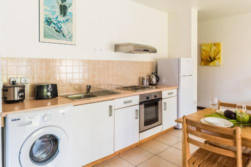 A kitchen or kitchenette at Moemoea Lodge