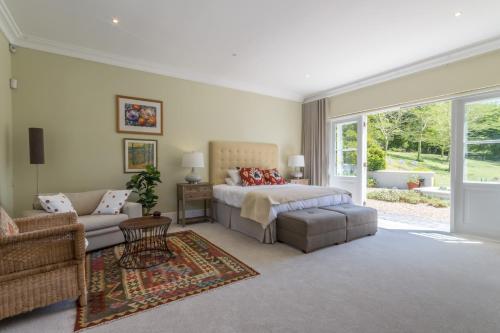 Tranquil Garden Room