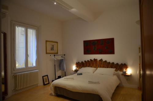 A bed or beds in a room at Flat Bologna Center Via San Felice - Appartamento