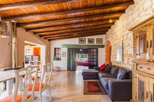 A seating area at Quinta do Mocho