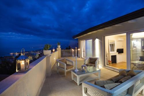 A balcony or terrace at La Malandrina