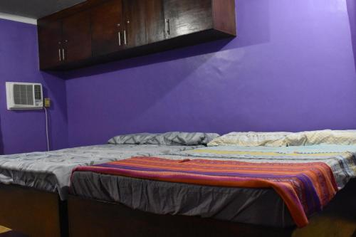 A bed or beds in a room at Budget Friendly and Accesssible