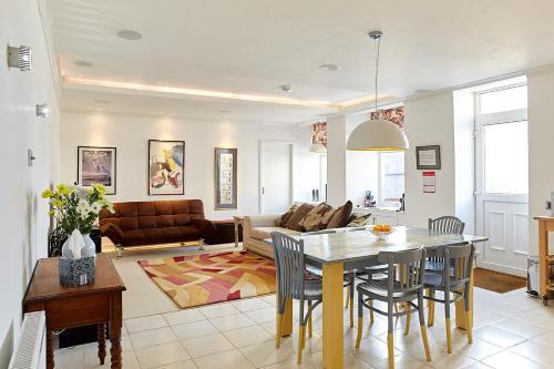charmantes appartement design singapur, crieff armoury, crieff – updated 2018 prices, Design ideen