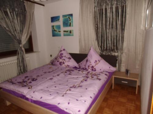 Ein Bett oder Betten in einem Zimmer der Unterkunft Fewo-Heigl