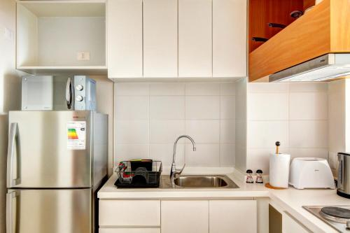 A kitchen or kitchenette at Rukaza Lastarria Apartments