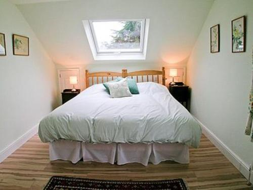 A bed or beds in a room at Vale View