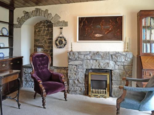 A seating area at Groudd Hall Cottage