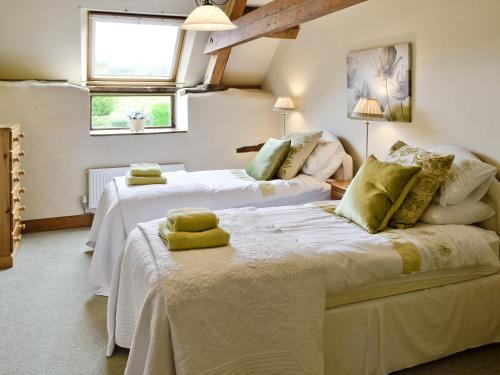 A bed or beds in a room at Higher Farm Barn