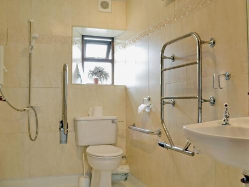 A bathroom at The Granary VI