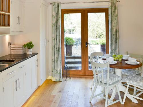 A kitchen or kitchenette at Orchard Barn