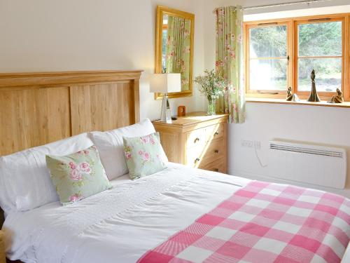 A bed or beds in a room at Orchard Barn