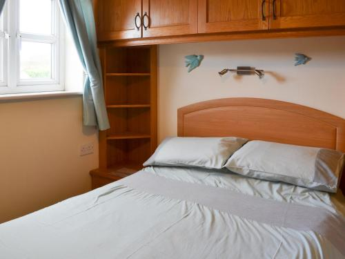A bed or beds in a room at Brompton Lodge