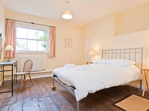 A bed or beds in a room at Cronkhill Farmhouse