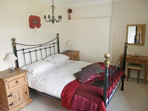 A bed or beds in a room at Wellhope Gill Cottage